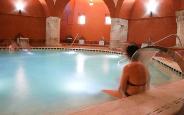 Budapešť se vstupem do vyhřívaných bazénů i lázní s výbornou dostupností centra