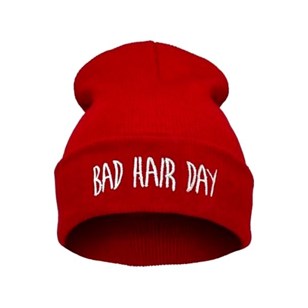 Zimní čepice s vtipným nápisem 'Bad Hair Day'