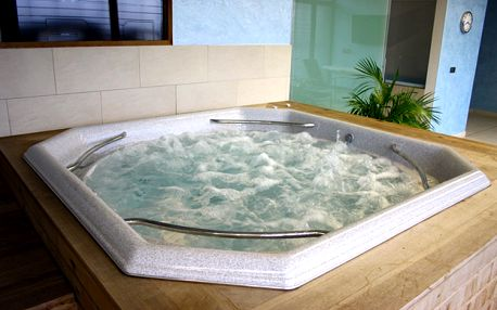 PRIVÁTNÍ WELLNESS (sauna, vířivka) až pro 6 osob ve Vokovicích za 550 Kč!