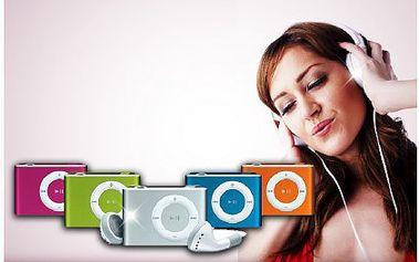 Mini MP3 přehrávač se sluchátky, USB kabelem a nabíječkou. Vychutnávejte oblíbenou muziku na každém kroku s přehrávačem, vybírat můžete ze čtyř barev.