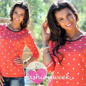 Krásný svetr v puntíky