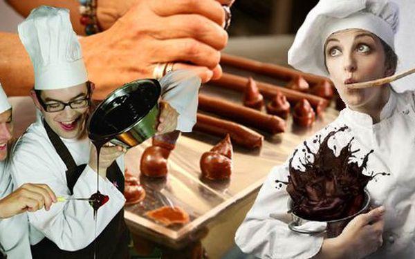 Kurz výroby vlastní čokolády, pralinek a lanýžů v Brně! Popusťte uzdu fantazii, čekají Vás 4 hodiny plné zábavné a tvořivé činnosti s vůní čokolády. Velmi vhodné jako vánoční dárek pro všechny čokoholiky!