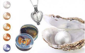 Perla splněných přání v opravdové perlorodce. Nenechte si ujít tento originální dárek s překvapením. Potěšte svou drahou polovičku perlou z perlorodky, kterou si sama vyjme a následně vloží do přívěsku.