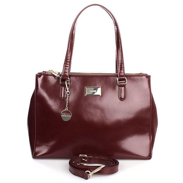 Dámská kožená kabelka ve vínovém odstínu s kulatým přívěskem DKNY