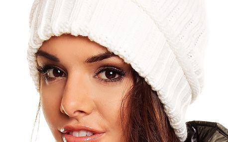 Čepice s trendy bambulkou imitace kožešiny krémová