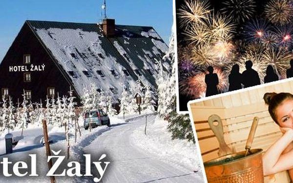 Silvestr v Krkonoších pro 2 osoby v nejvýše položeném horském Hotelu Žalý***! Pobyt na 4 nebo 6 dní s polopenzí, infrasaunou, silvestrovskou párty, vínem, cukrovím a čeká vás mnoho dalšího! Shlédněte ohňostroj z vrcholků Krkonoš!