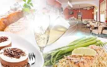 Luxusní silvestrovké menu pro 2! Uzený losos, toust, filátka ze štiky, basmatti rýže, čokoládová pěna, sekt!