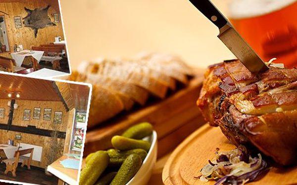 Pečené koleno - 400g této pochoutky s hořčicí, křenem, okurkou a chlebem! Přijďte si pochutnat na této delikatese do olomoucké restaurace Na Scestí. Nabídka, kterou ocení všechny mlsné jazýčky.