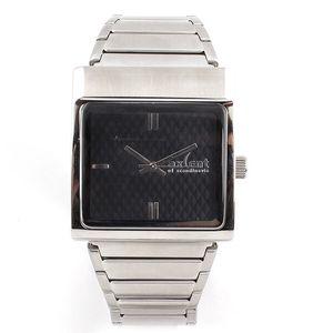 Dámské hodinky s hranatým pouzdrem ve stříbrném tónu Axcent