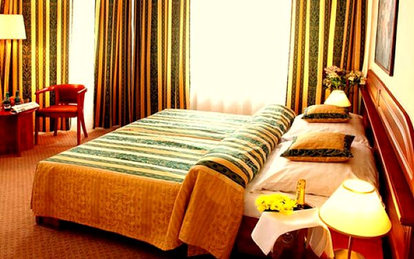 Víkend v luxusním 4* Hotelu U Divadla v Praze pro DVA. Dítě do 18 let zdarma4