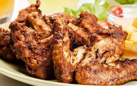1200 gramů kuřecích křidélek s ošatkou pečiva