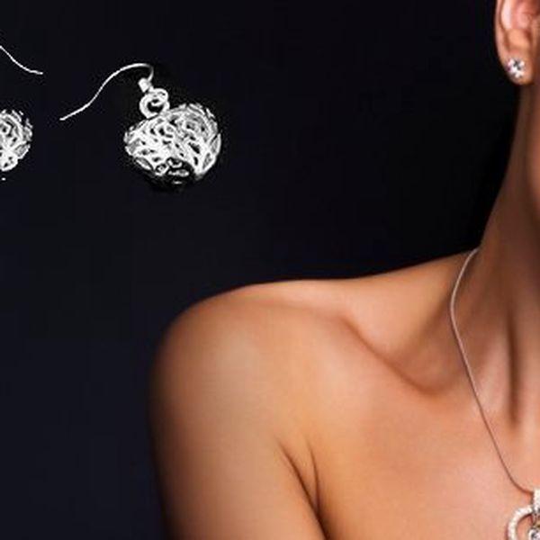 Darujte krásný a stylový náhrdelník a náušnice ve tvaru srdce s vyřezávanými ornamenty!! Stříbro ryzost 925. Dodáváno v dárkovém pytlíčku!!