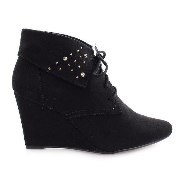 Dámské černé boty na klínku s cvočky Vizzano