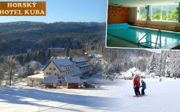 3denní pobyt na ŠUMAVĚ s polopenzí pro 2. Vstup do bazénu, SKI AREÁL 50 m od hotelu i běžecké stopy.