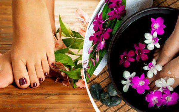 Mokrá Spa pedikúra s bylinnou přísadou peelingem a masáží pro ženy i muže