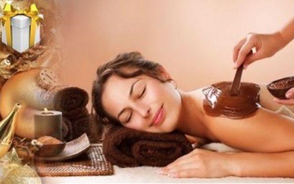 Čokoládová masáž zad a šíje a zábal s čokoládou a lávovými kameny. Rozmazlující dárek pro každého.