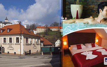 Rožmberk nad Vltavou- Pobyt pro 2 osoby na 3 dny v hotelu U Martina s polopenzí - snídaně, slavnostní večeře, míchané drinky, 1 hodina privátní whirllpool nebo sauny a další výhody.
