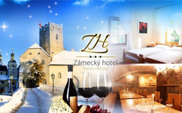 Pobyt pro 2 osoby v krásném Zámeckém hotelu Vranov*** s POLOPENZÍ, lahví vína a procházkou s průvodcem!