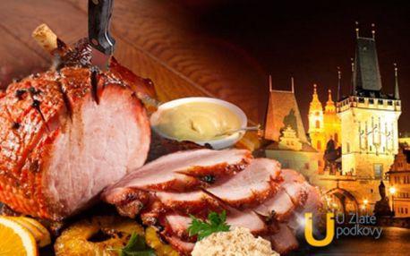 Lahodná šunka od kosti pečená na černém pivu a medu s poctivými bramboráčky a dušeným kysaným zelím!