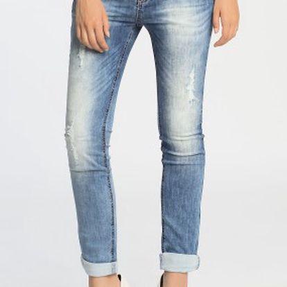 Stylové dámské slim fit džíny od Review