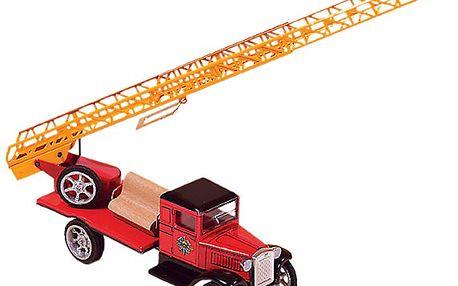 Plechové hasičské auto s žebříkem