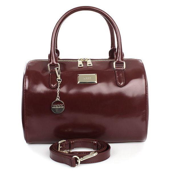 Dámská vínová kabelka s přívěskem a zipem ve zlatém tónu DKNY