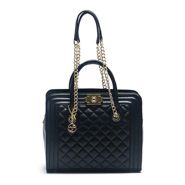 Dámská černá kožená kabelka s řetízkovými uchy Carla Ferreri