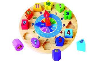 Barevné dřevěné hodiny