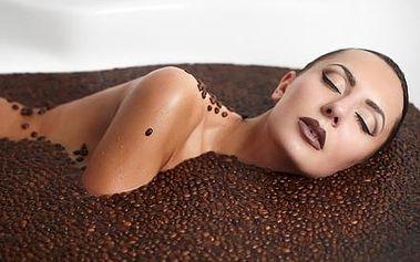 Kokosovo-kávová masáž zad a krční páteře unikátním...
