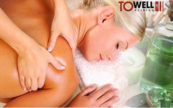 Regenerační masáž šíje a zad a reflexní masáž chodidel. Kvalifikovaní maséři na klinice To well.
