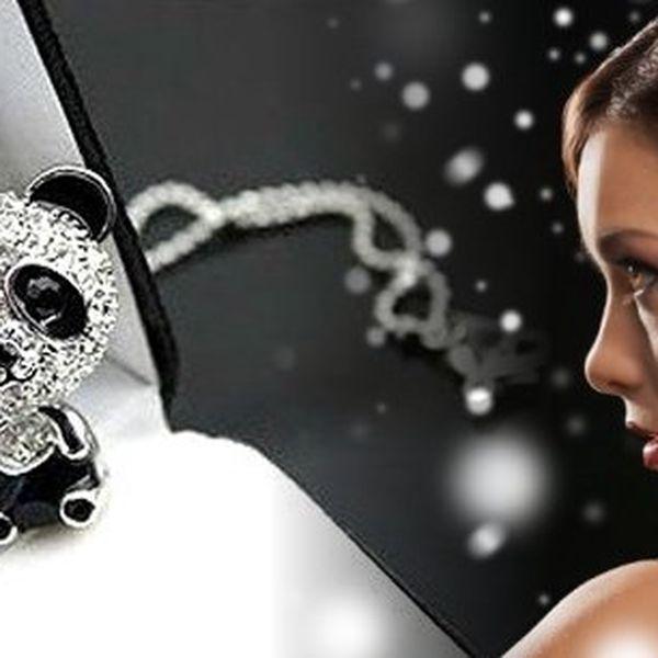 Řetízek s přívěskem pandy (pozlacený nebo postříbřený) osázený zirkony vás okouzlí. Roztomilý, třpytivý dárek zaručeně potěší a neomrzí. Ozdobte svůj dekolt netradičním šperkem!!