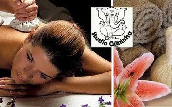 Ajurvédská masáž bylinnými měšci pro jednoho nebo pár