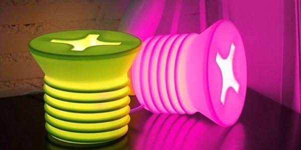Originální noční lampa ve tvaru šroubu v několika různých barvách