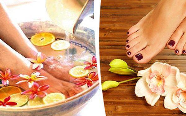 Mokrá pedikúra plus příjemná masáž aneb 60minutová péče pro zdravé a krásné nohy v zimě