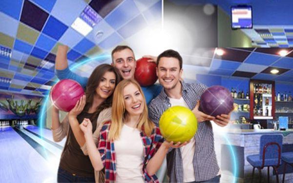 1 hodina BOWLINGU až pro 8 přátel! Užijte si hraní na bowlingové profi dráze v Billiard Bowling Clubu!