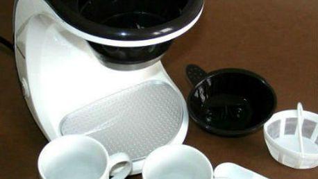 Kávovar s překapávačem a k tomu dva porcelánové šálky