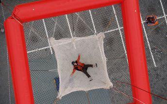 Adrenalinová pecka: SCAD diving aneb kontrolovaný volný pád bez připoutání! Praha a Brno