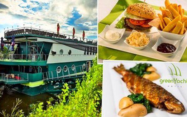 Volná konzumace v hodnotě 1 000 Kč - gurmánský zážitek přímo na lodi! Steaky, saláty, polévky, ...