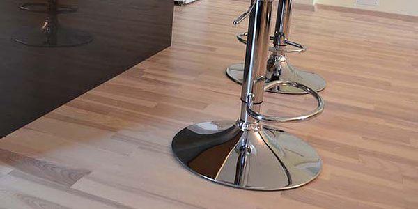 Dřevěná podlaha Jasan design bílý lak