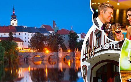 Romantický pobyt pro 2 osoby v elegantním hotelu Art v Písku s lahodnou polopenzí, lahví vína, kávou a dezertem a úschova kol zdarma!! Děti do 3 let jsou zdarma!! Překrásné jihočeské město s mnoha architektonickými skvosty a nádhernou přírodou!!