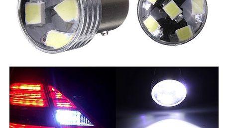 Bílé zadní světlo auta