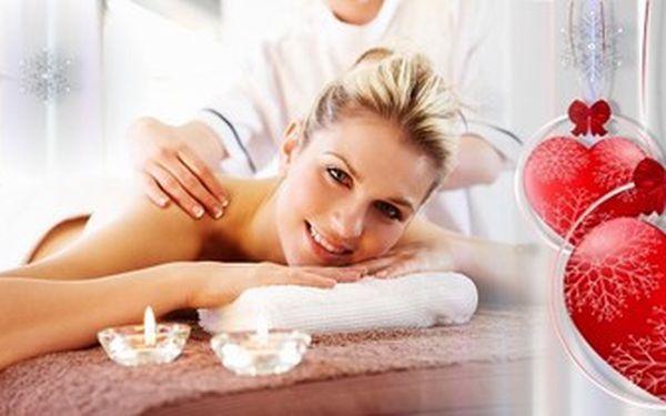 Relaxační masáž BIO KOKOSOVÝM OLEJEM pro váš nebeský zážitek. Tip na dárek k Valentýnu.
