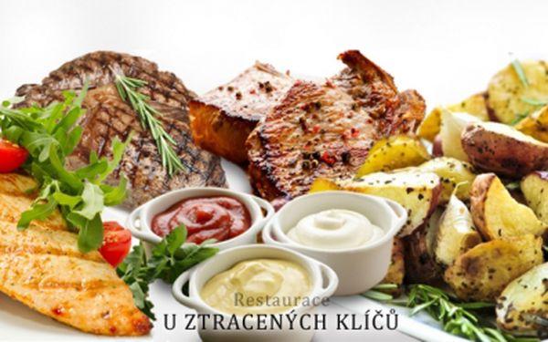 Vydatné menu MIX GRILL pro 2 osoby! Vepřové, kuřecí a býčí maso, 2 druhy omáček a tymiánové brambory!