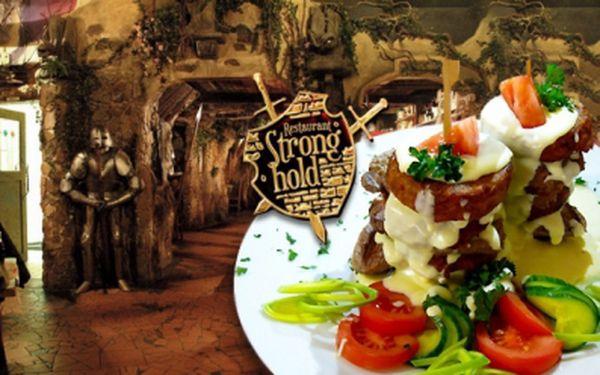 KUŘECÍ PRSÍČKA s čerstvými bramboráčky a sýrovým dipem pro DVA v restauraci Stronghold – hospůdce roku 2013!