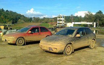 8 kol na autokrosové trati v Sedlčanské Kotlině v Mitsubishi Colt