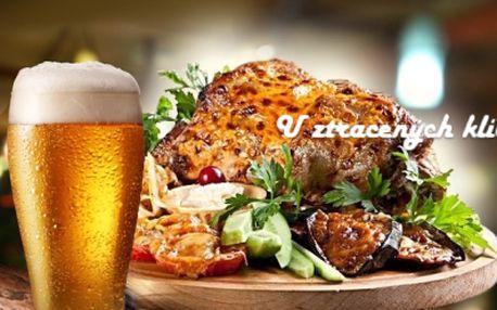 1kg PEČENÉ VEPŘOVÉ KOLENO na černém pivě s hořčicí, křenem, salátkem a pečivem pro 1 osobu!