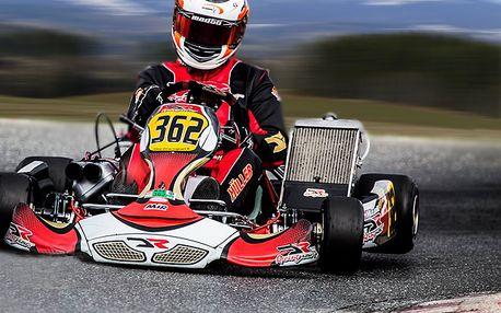 Jízda v závodní motokáře pro dva s energy drinkem