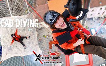 Absolutní adrenalinová BOMBA! SCAD diving, kontrolovaný VOLNÝ PÁD bez připoutání, v Praze nebo Brně!