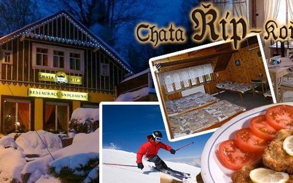 Zimní dovolená v panenské přírodě Jizerských hor na 3 až 6 dnů pro 2 osoby + 1 dítě do 12 let s polopenzí + 1 dítě do 14 let zdarma v chatě Říp s vyhlášenou řízkovou restaurací Šnyclovna!