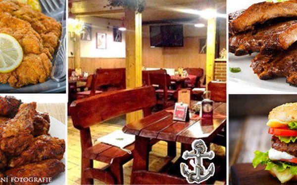 Skvělá kuřecí křidélka, pečená žebra, hamburger nebo mini řízečky v restauraci U Kotvy